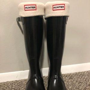 Hunter Original Tall Rain Boots Black with socks!!